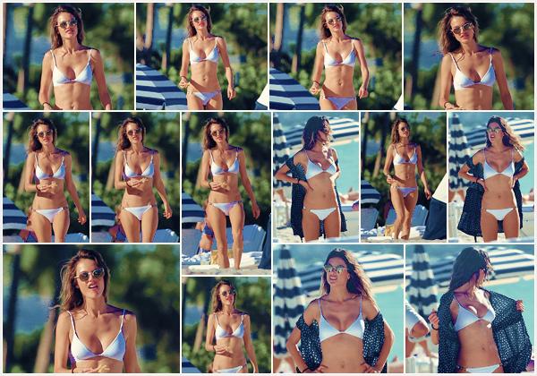 -─ 07/11/17-' : Alessandra Ambrosio à été photographiée en maillot de bain sur la célèbre plage de « Malibu » seule (EU)  Pendant que nous avons remis les gros manteaux Alessandra est sur la plage en maillot de bain. Celle ci à un corps parfait et son maillot de bain est joli.