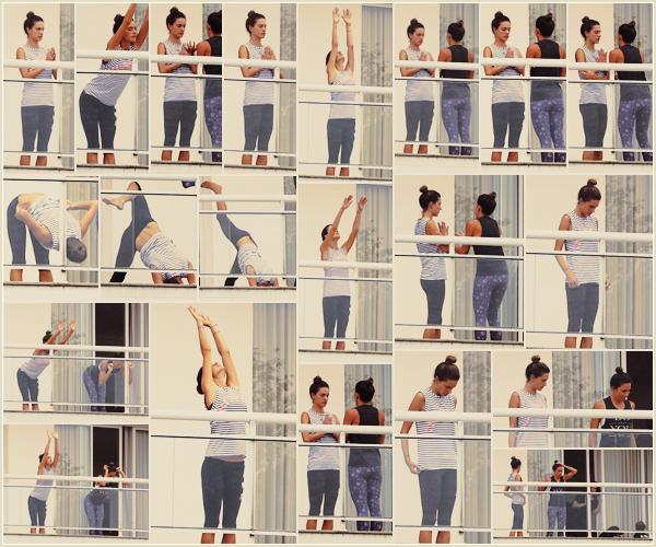 -─ 18/12/17-' : Alessandra Ambrosio à été aperçue au balcon en train de faire du yoga dans - « Florianópolis » au Brésil  !  Même si notre mannequin est actuellement en vacances elle n'arrête pas le sport pour autant. Elle porte une tenue de sport c'est un - BOF pour une fois.