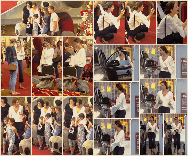 -─ 18/12/17-' : Alessandra Ambrosio à été aperçue avec sa famille pour du shopping dans ▬ « Florianópolis » au Brésil  !  Alessandra profite de la magie de noël pour prendre des photos de ses enfants et de faire un peu de shopping avant le jour J. Au niveau tenue un TOP.