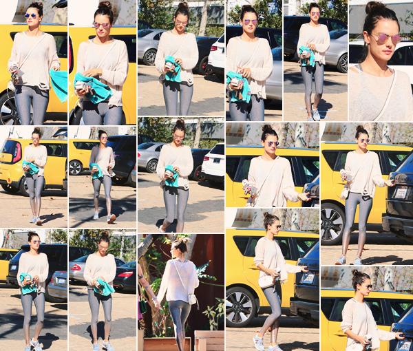 -─ 14/03/18- : Alessandra Ambrosio à été photographiée allant à un cours de pilates dans les rues de « Santa Monica » !  Reprise du sport pour notre ancienne mannequin, qui souhaite garder un beau corps. Au niveau de la tenue d'Alessandra c'est pour ma part un petit TOP.