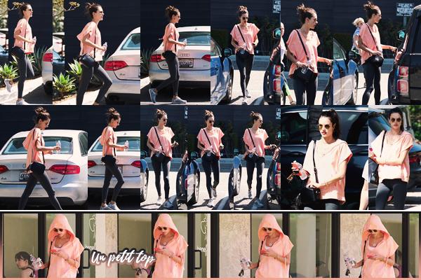 -─ 11/04/18- : Alessandra Ambrosio à été photographiée en train de quitter un petit SPA dans les rues de « Los Angeles »  De retour chez elle, Alessandra reprend les sorties pour notre plus grand plaisir. Au niveau de la tenue de l'ancienne top c'est pour moi un petit ▬ TOP !