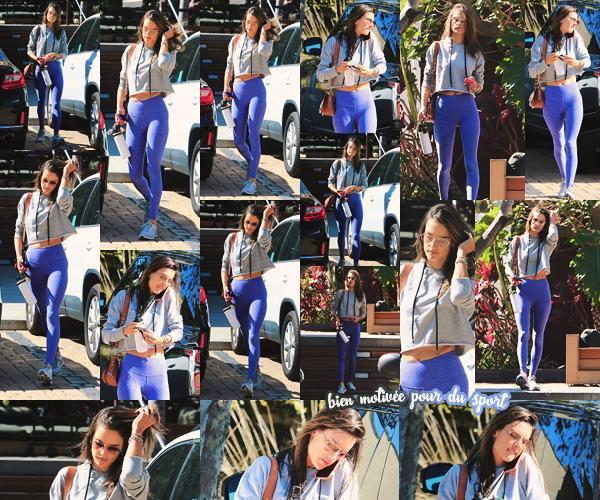 -─ 20/04/18- : Alessandra Ambrosio à été aperçue en train de quitter son cours de sport dans les rues de « Brentwood »  Pendant cette sortie notre ancienne mannequin porte une tenue que j'aime assez même si elle est simple je lui accorde donc un beau - TOP bien mérité !