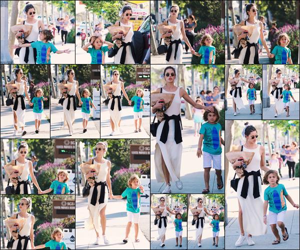 -• 02/07/2018-' : Alessandra Ambrosio à été photographiée avec son fils pour aller voir sa fille sur scène dans Los Angeles   Déjà de retour d'Italie, Alessandra profite d'un moment de pause pour rendre visite à ses enfants et pour aller voir sa fille Anja sur scène. Un grand top !