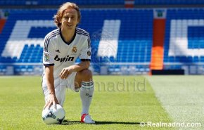 Transferts - Modric au Real Madrid (officiel)