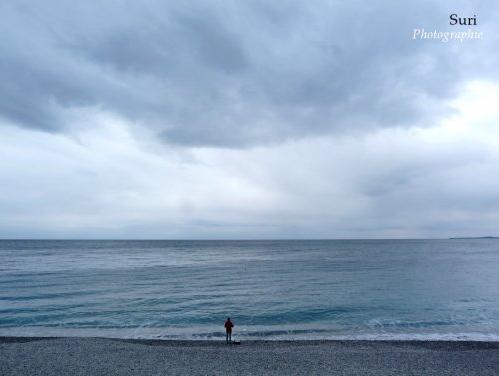 Seul face à la mer immense