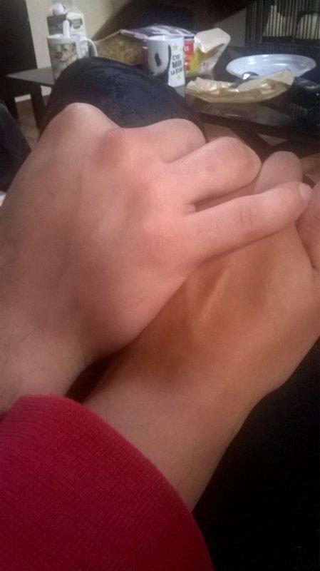 main dans la main <3