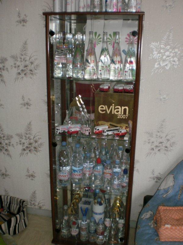 la bouteille collector evian 2011 pour les f tes de fin d 39 ann e confi e issey miyake. Black Bedroom Furniture Sets. Home Design Ideas