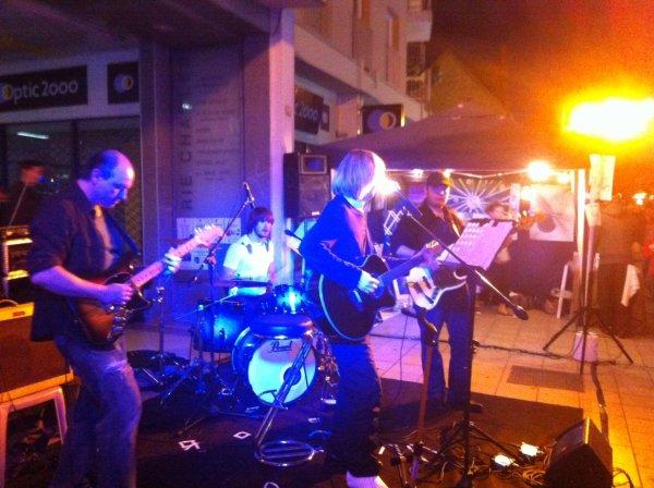 jean-claude Thevenin en concert le vendredi 11 juillet à 20h00, Bar le Celia 126,bd Gabriel Péri 92 Malakoff métro plateau de vanve ligne 13, bus 126 ou 191 tel: 09.84.33.95.89, entrée libre, bar, venez nombreux pour nous écouter de la pop/rock Française ! Merci !