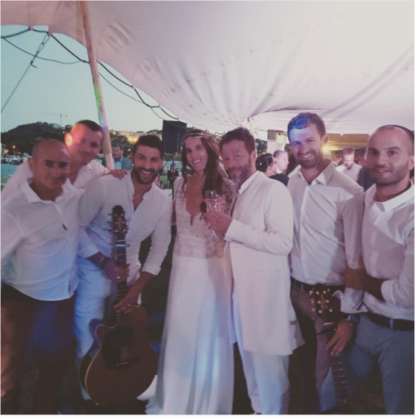 Voilà le mariage en Corse et on leurs souhaite encore pleins de bonheur. Il sont trop beaux.