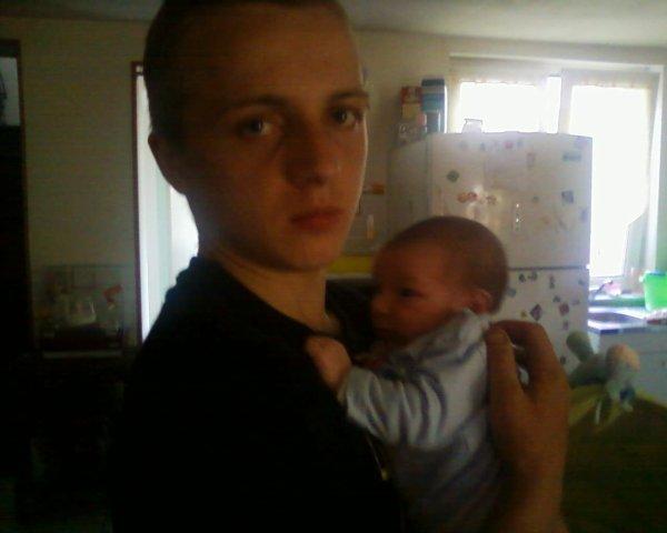 mon fils johnny et mon petit fils leo vous aime