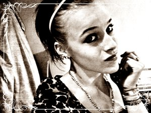 Tu m'insulte avec ton regard, Moi je te baise avec mon sourire