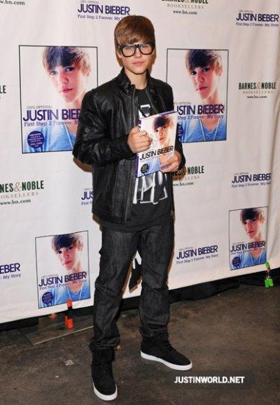 Justin au Barnes et Noble Bookstore