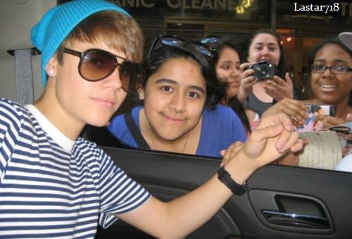 Justin rencontre des fans .
