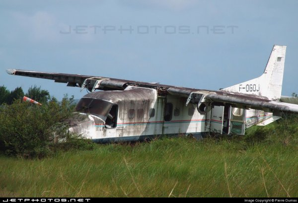 Photo > Avion abandonné !