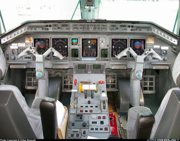 Cockpit > Embraer 145