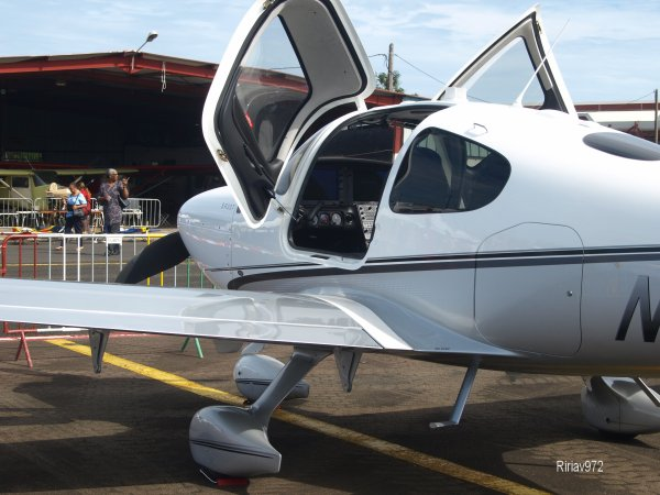 Salon Aéronautique Martinique > Cirrus SR22