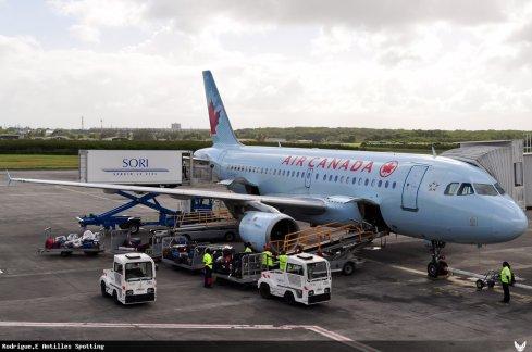 Photos > Air Canada
