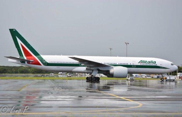 Photos  > Guadeloupe > Boeing 777-200 Alitalia