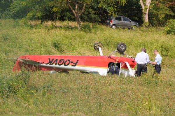 Un monomoteur se retourne en bout de piste - #Guadeloupe