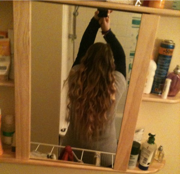 moi avec les cheveux bouclés!!