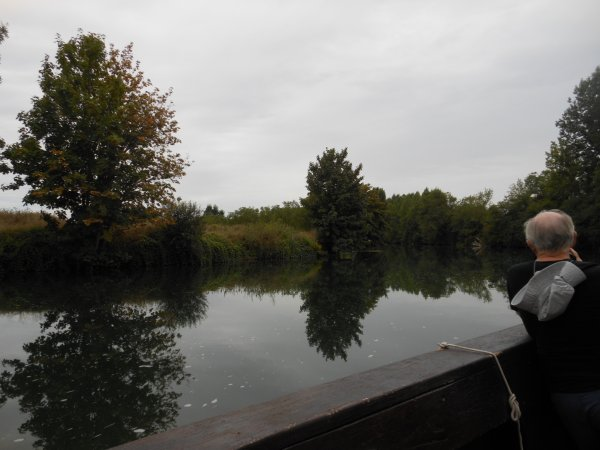promenade en gabarre sur une rivière si calme..............avec passage d' une écluse