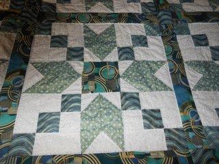 Le couvre lit est terminé je vais pouvoir le donner à la personne pour qui je l'ai réalisé!!!!!