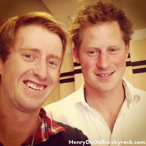 Le Prince Harry sort à Londres