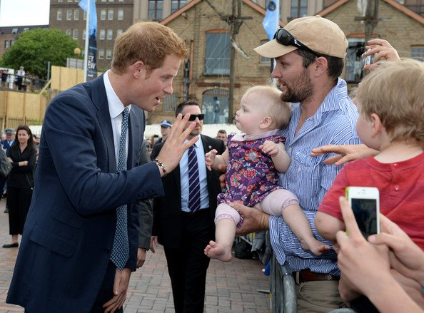 Le prince Harry assiste à la revue navale internationale 2013