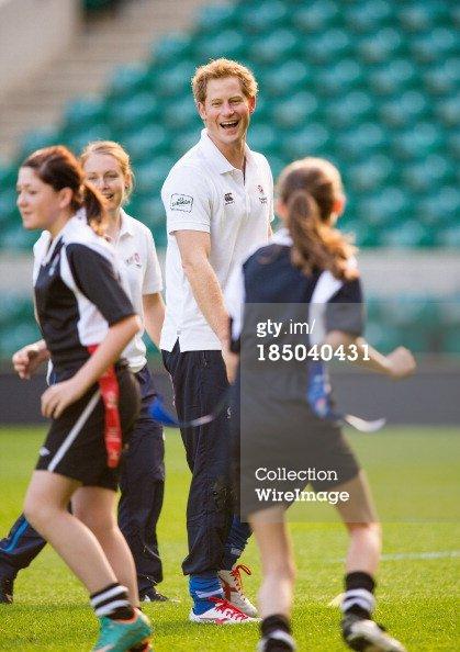 Le prince Harry assiste à la RFU Toutes école Coaching Programme