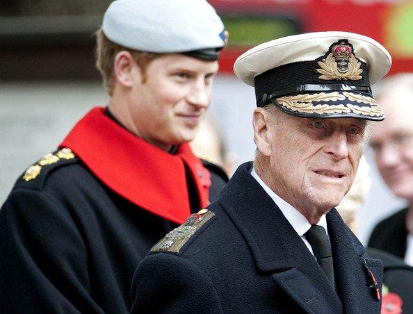 Le prince Harry visite le champ de la mémoire à l'abbaye de Westminster