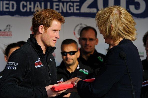Prince Harry: Explorateur de l'extrême devant Elizabeth II, conquise et surprise
