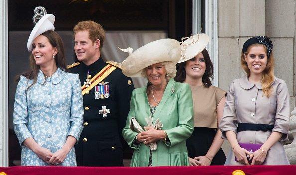 13 Juin 2015 - Le prince Harry se tient sur le balcon de Buckingham Palace pendant la parade des drapeaux le 13 Juin 2015 à Londres, en Angleterre. La cérémonie est la parade d'anniversaire annuel de la reine Elizabeth II et remonte à l'époque de Charles II au 17ème siècle, lorsque les couleurs d'un régiment ont été utilisés comme un point de ralliement dans la bataille.