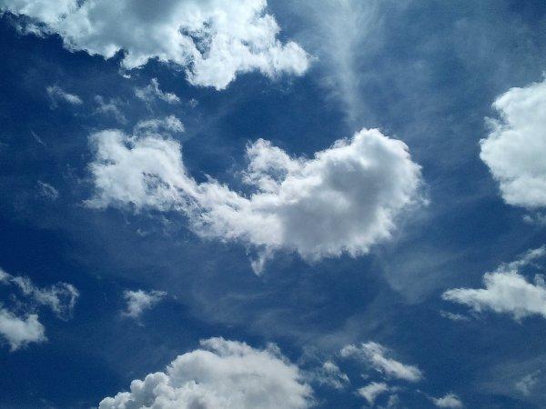 27/07/2017 - Photos de nuages prises par Emma