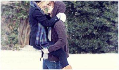Quand une fille pleure pour toi, fais pas le fier, retiens-la sinon tu regretteras quand tu l'as verra dans les bras d'un autre gars ♥