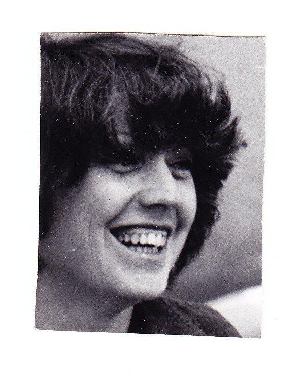 en cherchant bien j'ai trouvé une photo de moi dans les années 85 ou 90 ?? pas facile j'ai horreur de ça !!