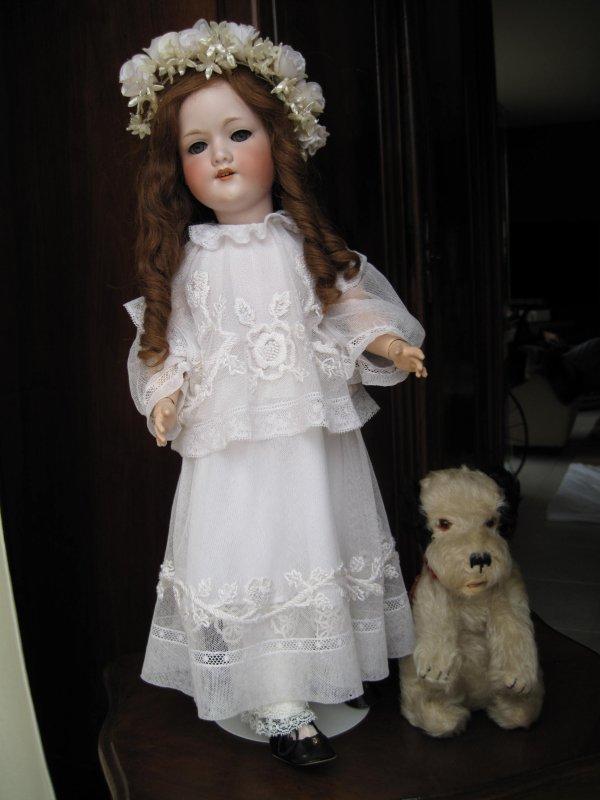 ce matin de la pluie sur les brocantes très peu de chine ....des problèmes de Box internet à régler demain...revenons à nos poupées deux photos d'une marcheuse j'aime sa douceur...bonne semaine à toutes !!