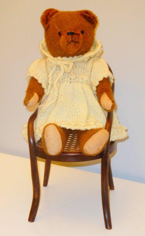 je suis revenue aussi avec cet ours ancien allemand ce dernier arrivant a eu droit à la chaise et pas question qu'on lui pique !!!