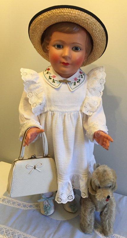 dernière arrivée une Colette 68 cm dans sa boite d'origine elle vient se faire voir sur le blog ..bonne semaine à toutes bisous