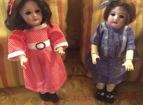 mon petit tour dans une boutique...deux jolies Bleuettes et deux petits adorables bisous à toutes