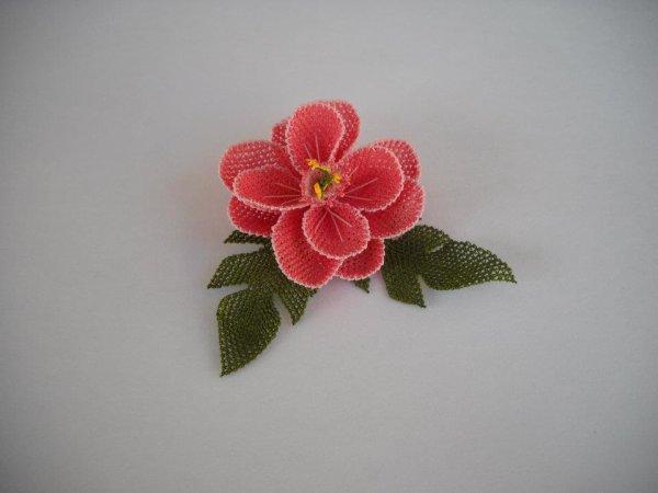 Fleur en dentelle a l'aiguille
