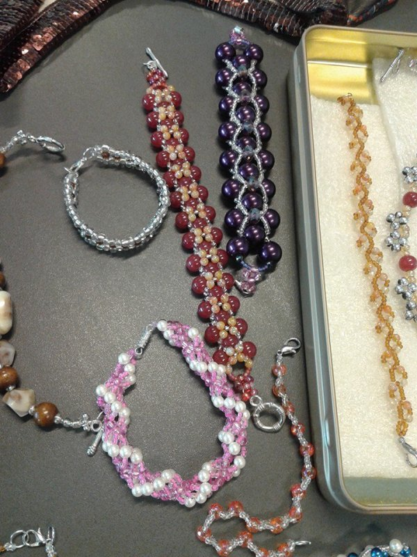 bijoux .......couture ...ecc.....