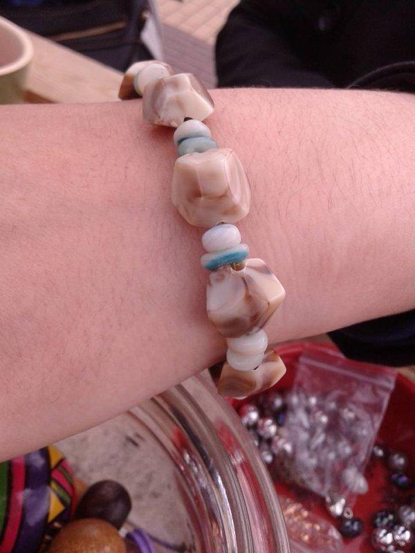 Bracelets et colliers en perles