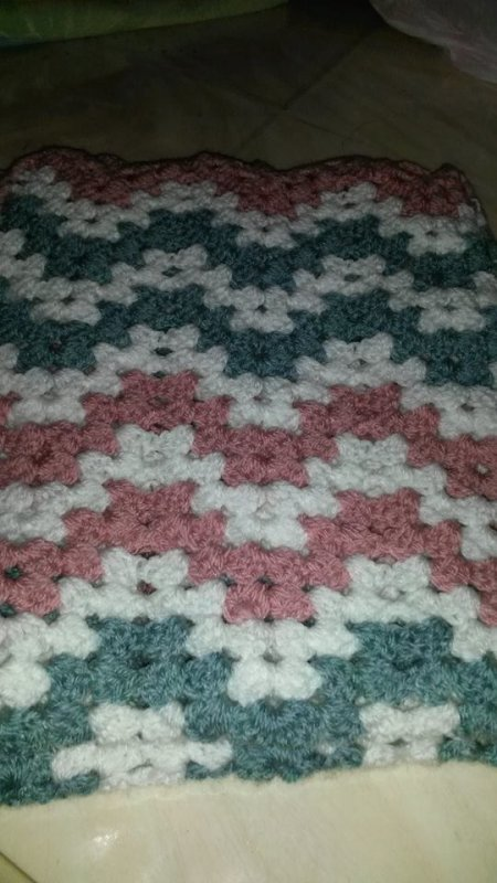 Couverture bebe  au crochet  divers point fantasie