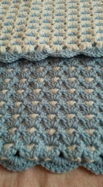 couverture bébé au crochet  bleu et blanc