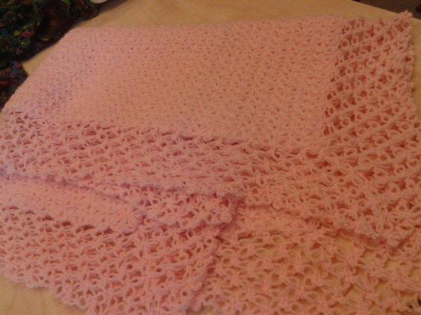 couverture bébé au crochet  rose