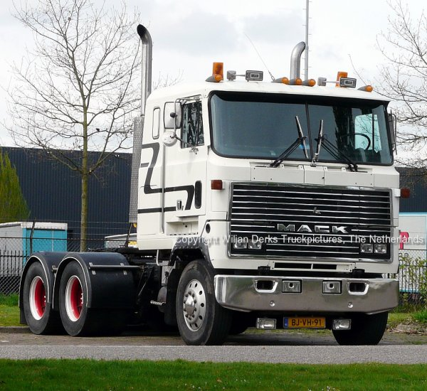 Mack MH613 Ultraliner Hennige, Eindhoven, The Netherlands