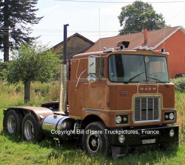 Mack F700 T.R.S. Biol, France