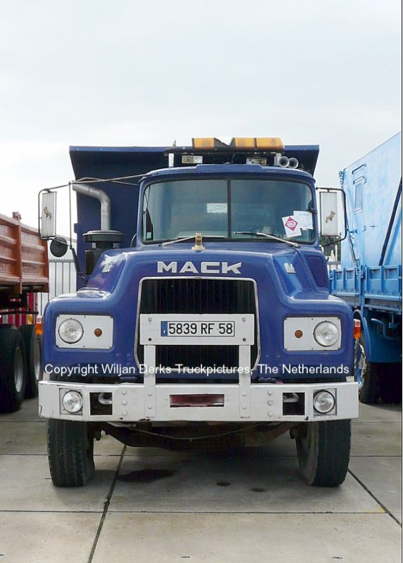 Mack DM600 Degroote Wingene, Belgium