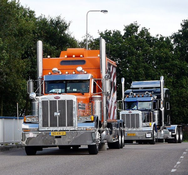 Two Peterbilts 379 on the bridge in Nederweert, The Netherlands