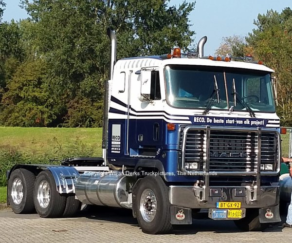 Mack MH613 Ultraliner Reco at Mackday 2015